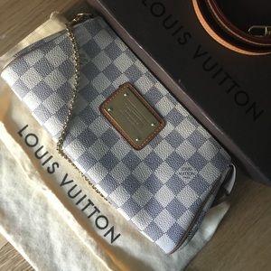 🎉🎉🎉Authentic Louis Vuitton Eva Clutch.🎉🎉🎉